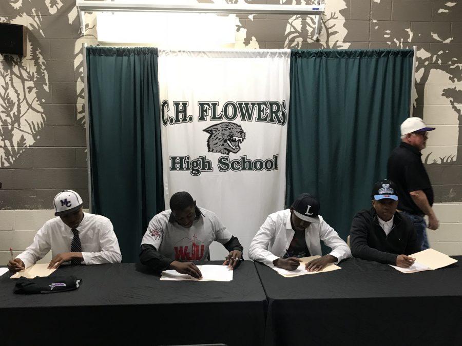 Baseball Seniors Sign